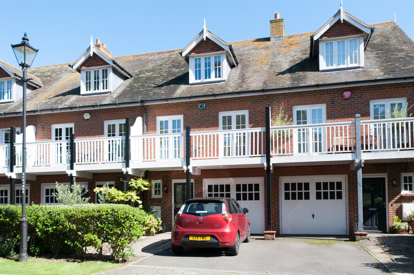4 Bedrooms Town House for sale in College Gardens, Westgate-On-Sea